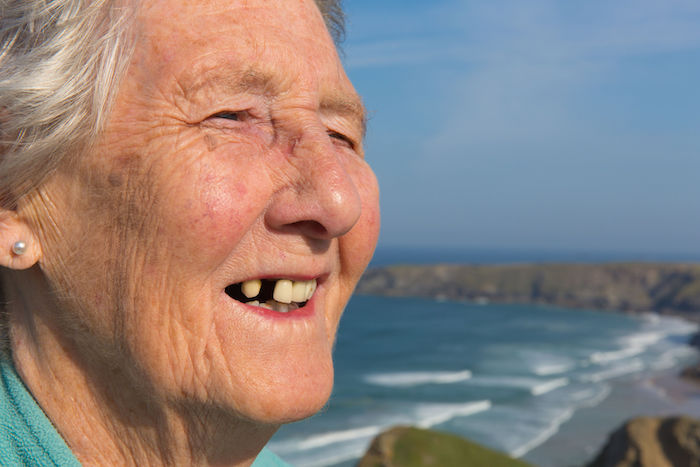 Siapa Pasien Implan Gigi